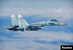 Российский многоцелевой истребитель Су-27 над водами Балтики вблизи шведских берегов. Июнь 2014 года