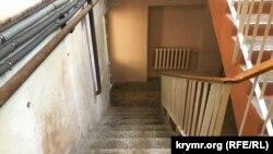 Ремонт добрался не до всех помещений, коридоров и лестниц детской поликлиники №2