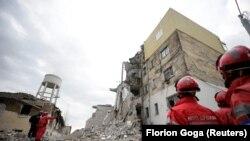 Спасителните акции в Албания продължават, като към момента под разрушените сгради са извадени живи 45 души