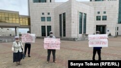 Жители города Жанаозена, вышедшие на акцию протеста в центре Нур-Султана. 25 июня 2020 года.