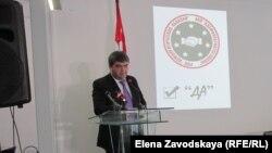 Астамур Логуа заявил, что у «Демократической Абхазии» «нет врагов ни на левом, ни на правом фланге», а ее члены умеют отличить «консолидацию вокруг идей, от консолидации вокруг кабинетов и кресел»