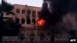 Дым над зданием муниципалитета. Дамаск, 18 июля 2012 года.