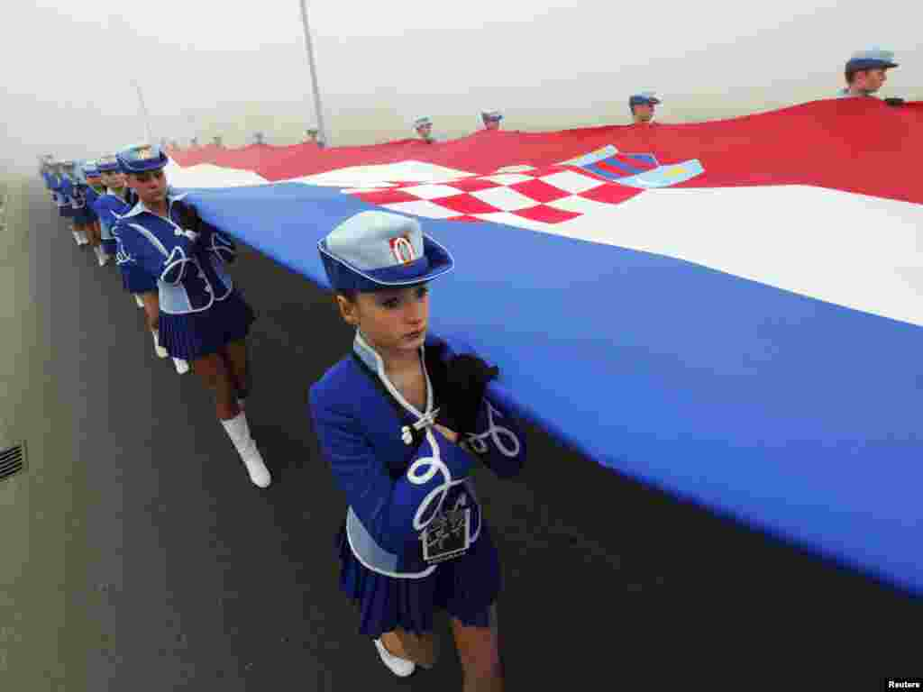 Majorettes walk with the Croatian national flag through the streets of Vukovar on November 18 during a ceremony to mark the 20th anniversary of Vukovar's fall, one of the darkest chapters of Croatia's 1991-95 war. (REUTERS/Nikola Solic)