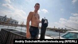 Один з бойових плавців. Молодому чоловікові – 21 рік. Каже, що завдання було легко виконати після попередніх тренувань