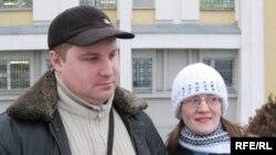 Максім і Вольга Гармаш пасьля судовага паседжаньня
