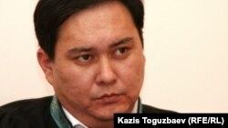 Талгат Садыков, судья Алмалинского районного суда Алматы, ведет дело об экстрадиции узбекских беженцев-мусульман. Алматы, 14 декабря 2010 года.