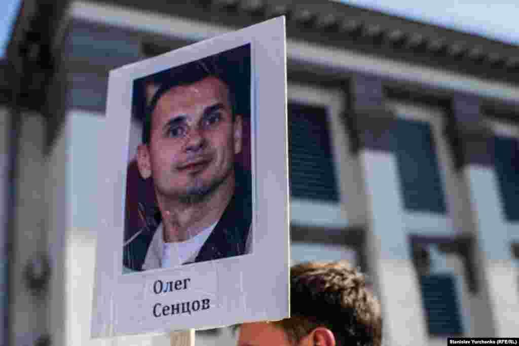 Суд приговорил Сенцова к 20 годам строгого режима.