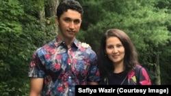 Демократиялық партияның праймеризінде жеңіске жеткен кандидат Ауғанстаннан келген босқын Сафия Вазир отбасымен бірге