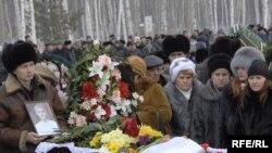 """Похороны погибших при аварии на подводной лодке """"Нерпа"""""""