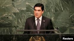 Prezident Gurbanguly Berdimuhamedow BMG-de çykyş edýär. 2015 ý.