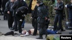 Jurnalist yaşadığı evin girişində 2 maskalı adam tərəfindən güllələnib