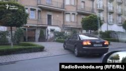 Закріплене за Київським апеляційним адміністративним судом авто приїжджає до будинку тещі Горяйнова