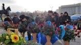 Тәуелсіздік ескерткішіне гүл қою рәсімі. Алматы, 16 желтоқсан 2018 жыл.