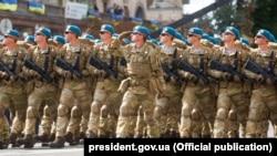 Законопроект президента пропонує заміну військового вітання в ЗСУ зразка «Здрастуйте, товариші!» та «Бажаємо здоров'я!» на «Слава Україні!»