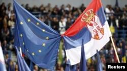 Flamujt e Serbisë dhe BE-së