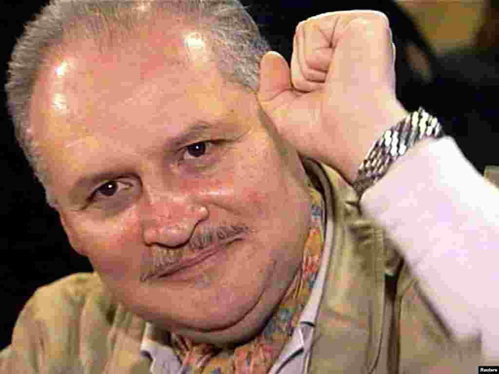 """Ильич Рамирес Санчес, Карлос Шакал, во время суда во Франции 28 ноября 2000 года. """"Шакал"""" назвал несколько терактов кодовым словом """"танго"""". """"Танго в Мюнхене"""" относилось к штаб-квартире РСЕ/РС. В нем активно участвовали несколько человек, но, как замечает Каммингз, вряд ли кто-то когда-нибудь понесет за это наказание. Сам Карлос Шакал отбывает пожизненное заключение за другие теракты. Немец Йоханнес Вейнрих из """"Революционных ячеек"""" отбывает наказание за взрыв французского культурного центра в Западном Берлине в 1983 году. Швейцарец Бруно Брегет, который и нажал на детонатор бомбы в Мюнхене, был арестован во Франции в 1982 году, но вскоре отпущен. В 1995 году он исчез.Один из принимавших участие в теракте баскских террористов умер на Кубе.Личность еще одного не была установлена. Румынский генерал, который дал приказ о теракте, умер. Румынского офицера разведки, который координировал группу, тоже уже нет в живых. &nbsp"""