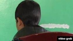 تر دې وړاندې یو شمېر زنداني ماشومانو د افغان حکومت په زندانونو کې د مسوولینو له ناوړه چلند څخه شکایت کړی و.