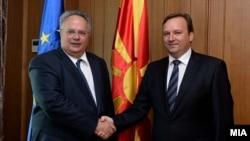 Ministrat e jashtëm të Maqedonisë dhe të Greqisë, Nikolla Poposki dhe Nikos Kocijas (majtas), 25 gusht 2016