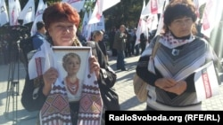 Supporters of jailed former Prime Minister Yulia Tymoshenko protest outside a courthouse in Kharkiv in September.