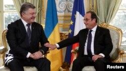 Президент України Петро Порошенко і президент Франції Франсуа Олланд перед зустріччю у нормандському форматі, Париж, 2 жовтня 2015 року
