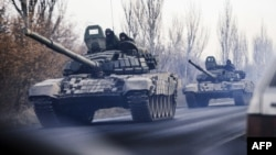 Калёна танкаў рухаецца ў кірунку Данецку па тэрыторыі, падкантрольнай баевікам
