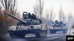 Ukraine -- A column of tanks drive from a rebel-territory to Donetsk near the eastern town of Shakhtarsk, November 10, 2014