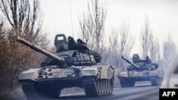 Калёна танкаў каля Шахцёрска Данецкай вобласьці.