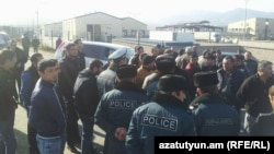 Armenia- Insurance brokers protest outside the Bagratashen border crossing, 9Jan2018.