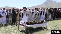 مراسم خاک سپاری واحدالله امیری خبرنگار تلویزیون خورشید