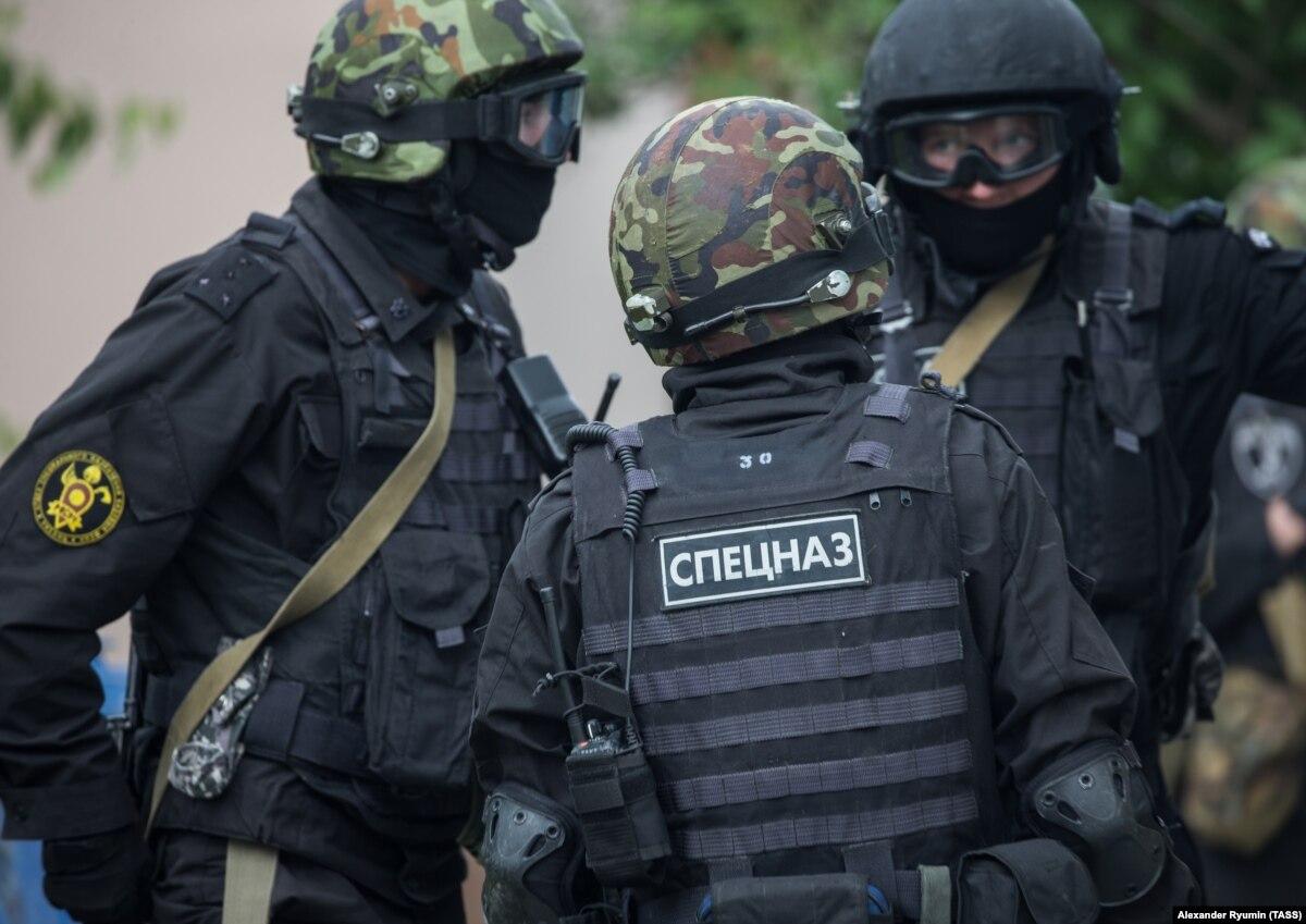 Москва: силовики проводят обыски у адвокатов, которые защищают крымскотатарских активистов