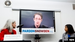 Бывший контрактник Агентства национальной безопасности (АНБ) США Эдвард Сноуден выступает на пресс-конференции. 14 сентября 2016 года.
