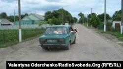 Нова білощебенева дорога в селі Шкарів Гощанського району