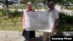 Елена Уралева 2005-жылдагы Анжиян калабасын эскерген акция да уюштурган.