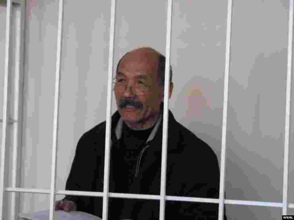 И. Кадырбеков 2005-жылдын 24-мартында мамлекетти бир аз убакытка болсо да башкарып калган - Kyrgyzstan -- A Trial of the Former Minister Ishenbay Kadyrbekov, Bishkek 20nov2008