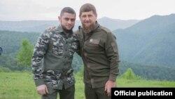 """Директор ЧГТРК """"Грозный"""" Ахмед Дудаев (слева) и глава Чечни Рамзан Кадыров (справа)"""