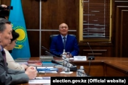 Жұматай Әлиев тіл сынағын тапсырып отыр. Нұр-Сұлтан, 2 мамыр 2019 жыл.