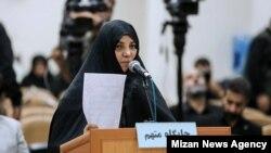 شبنم نعمتزاده در جلسه دادگاه در روز دوشنبه، ۲۵ شهریور،