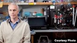 Химиядан быйылкы Нобель сыйлыгын алган окумуштуулардын бири Браян Кобилке.