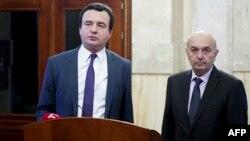 Косовскиот премиер Албин Курти и лидерот на Демократскиот сојуз на Косово, Иса Мустафа