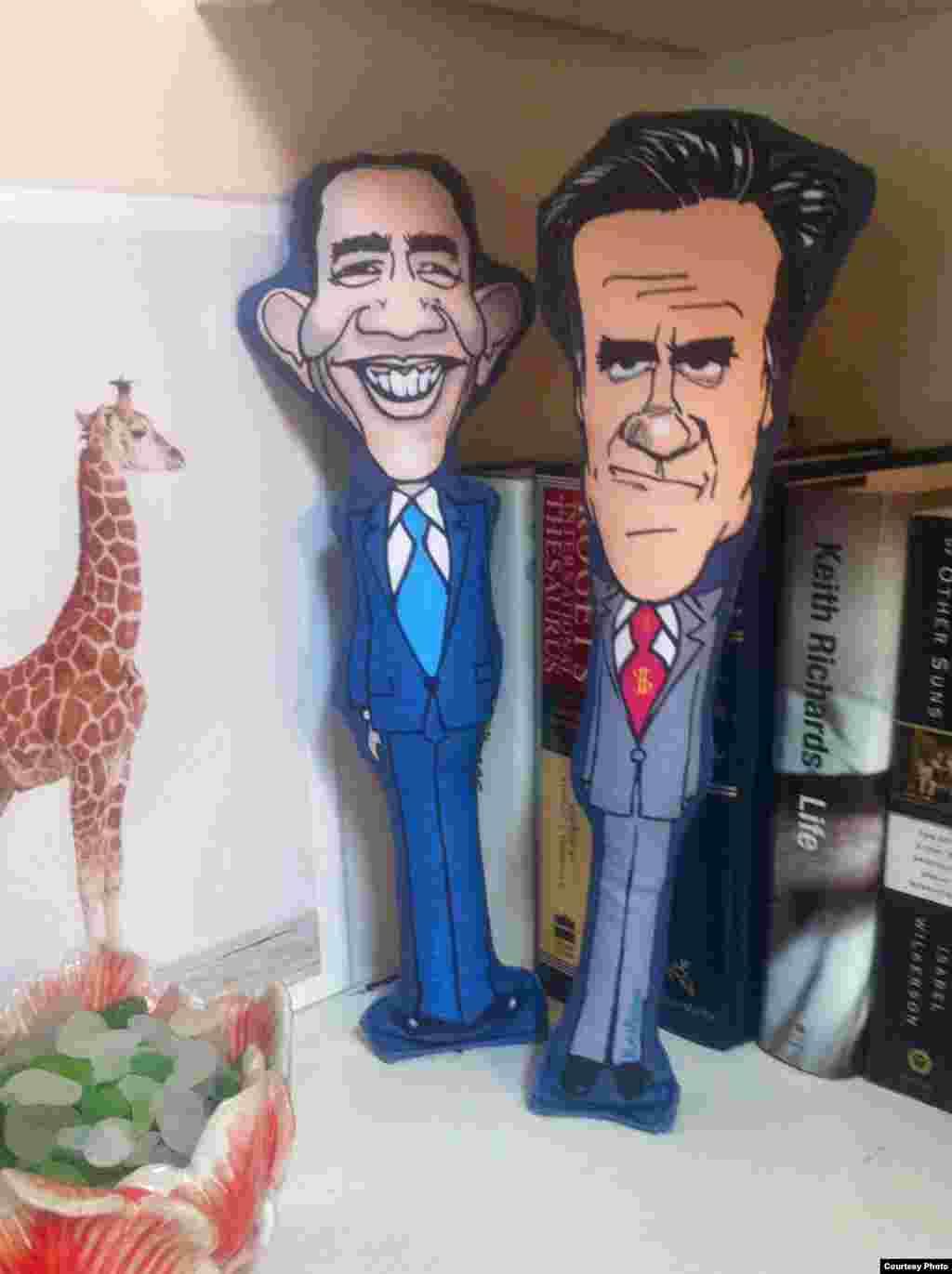اسباببازی جویدنی سگها با نقش رامنی و اوباما