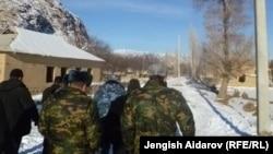 Чарбак айылы, Баткен. 7-январь, 2013.