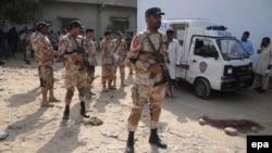 Pamje e pjesëtarëve të policisë në Karaçi
