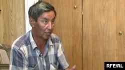 Житель села Пресновка Cеверо-Казахстанской области Кайбар Дүйсенов. 20 августа 2009 года.