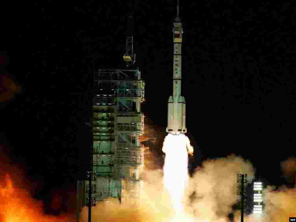 "China's Long March II-F rocket carrying the ""Shenzhou 7"" manned spacecraft blasts off from Jiuquan Satellite Launch Center on September 25, 2008. China joined the manned spaceflight club in 2003."