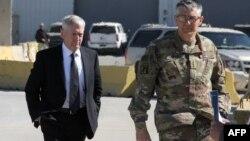 Irak, Sekretari Mbrojtjes i SHBA-së, Jim Mattis (majtas) dhe gjenerali Stephen Townsend (djathtas)
