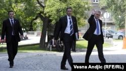 Tomislav Nikolić u pratnji Aleksandra Vučića, tada potpredsednika SNS-a, nakon pobede na predsedničkim izborima 2012. godine