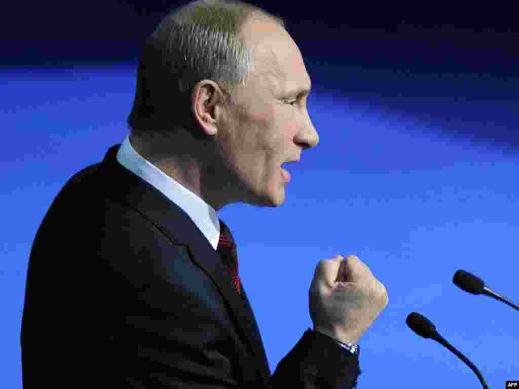 Rusija - Premijer Vladimir Putin na kongresu partije Jedinstvena Rusija u Moskvi, 27.11.2011. Foto: AFP / Natalia Kolesnikova