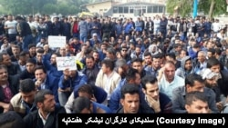 رئیس کمیسیون شوراها و امور داخلی کشور گفته که کارد به استخوان کارگران رسیده است