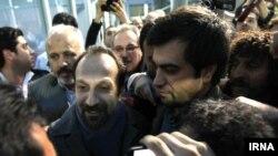 اصغر فرهادی به هنگام ورود به ایران