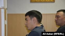 Майор Кайнарбек Тастамбеков в суде по его делу. Актобе, 21 декабря 2016 года.